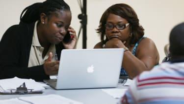 HealthCare.gov goes down for hours as enrollment deadline nears