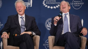 Jeb Bush's Hillary problem: The Bushes and Clintons have become very cozy