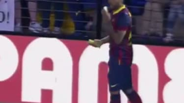 This soccer player responded perfectly to a racist fan throwing a banana at him