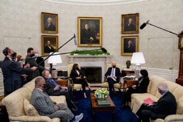Biden hosts lawmakers