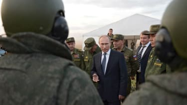 Vladimir Putin meets with military men.