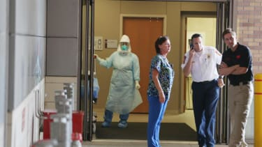 Texas health care worker who treated Thomas Eric Duncan tests positive for Ebola