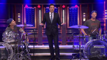 Will Ferrell and doppelgänger Chad Smith settle their rivalry with a delightful Tonight Show drum-off
