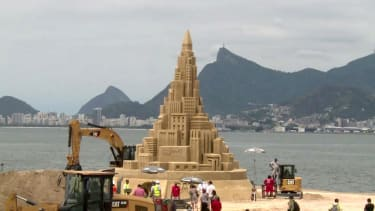 Team in Brazil hopes this 40-foot-high sand castle will be crowned world's tallest