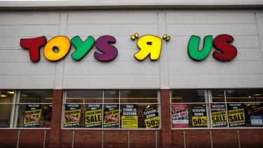 A closing Toys R Us.