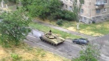 Ukraine accuses Russia of sending tanks across its border