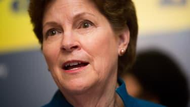 Democrat Jeanne Shaheen beats Scott Brown in New Hampshire