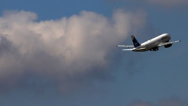 FAA bans U.S. airlines from flying in Iraq airspace