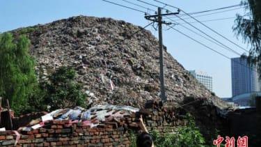 China's mountainous tower of trash