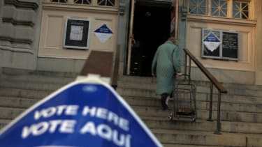 A voting location with Spanish and English