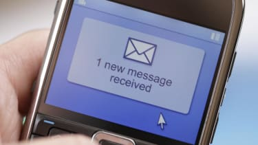 Poll: The prime time for sexting is late Tuesday morning