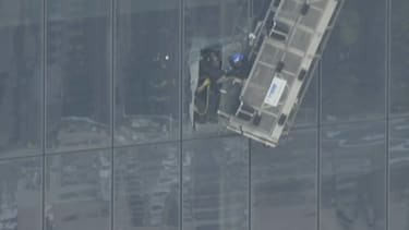 Window washers rescued from side of One World Trade Center