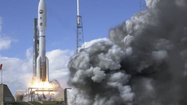 New Horizons probe launches into space on NASA rocket