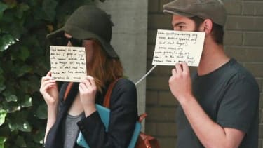 Emma Stone and Andrew Garfield demonstrate the perfect way to deal with paparazzi