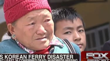 Did Fox News use footage of random Asian people instead of Koreans mourning the ferry disaster?