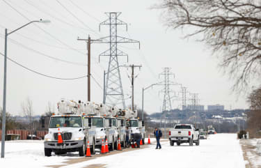 Power workers in Fort Worth
