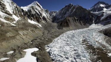 Sherpas discuss striking after devastating avalanche