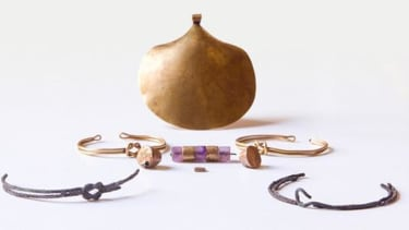 Archaeologists discover female mummy buried in her jewelry