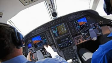 """Have pilots become dangerously inexperienced at """"manual flying""""?"""