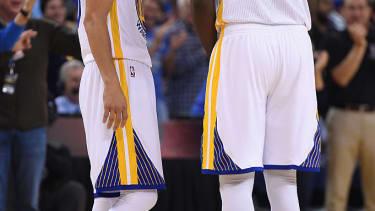 Golden State Warriors win 73 games, breaking record