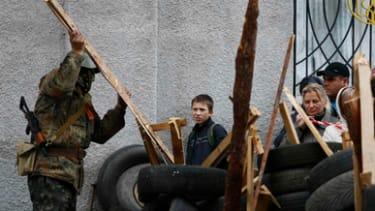 Pro-Russia forces seize Ukrainian police station