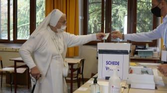 A nun votes in San Marino.