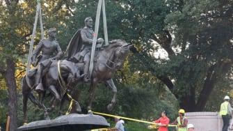 The statue of Robert E. Lee being removed from a Dallas park.