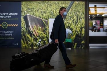 Faro airport passenger