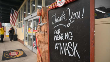 Pro-mask sign in California